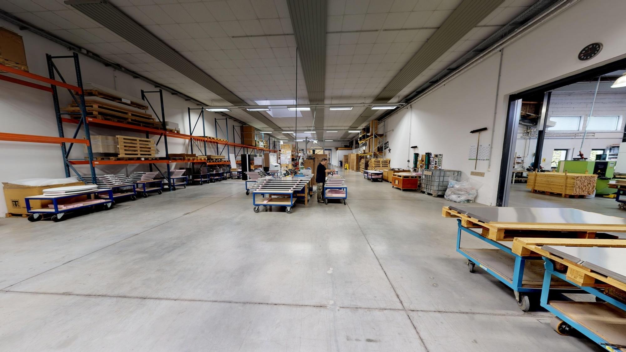 Die Produktionshalle der Firma Redwell Infrarotheizungen in Hartberg.