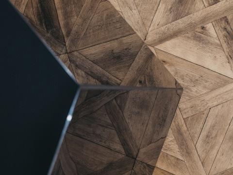 Detailfoto vom hochwertigen Diamant, als Infarotheizung aus schwarzem Glas.