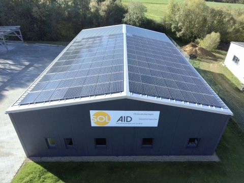 SOL Aid erreicht mit Infrarotheizsystemen von Redwell und einer PV-Anlage 90% Autarkie.